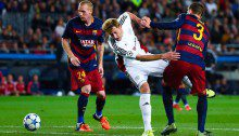 BARCELONA, SPAIN - SEPTEMBER 29:  Stefan Kiessling of Bayer 04 Leverkusen competes for the ball with Jeremy Mathieu (L) and Gerard Pique of FC Barcelona during the UEFA Champions League Group E match between FC Barcelona and Bayer 04 Leverkusen on September 29, 2015 in Barcelona, Spain.  (Photo by David Ramos/Getty Images)