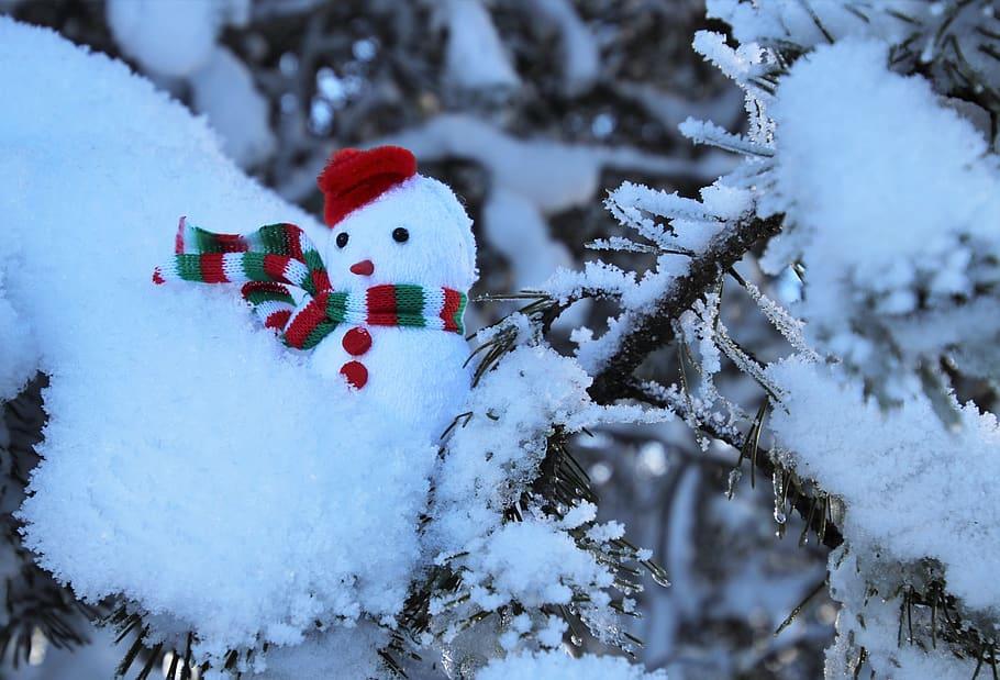 Snögubbe i träd på julafton